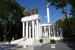 800px-Monument_to_Fallen_heroes_for_Macedonia_(16)